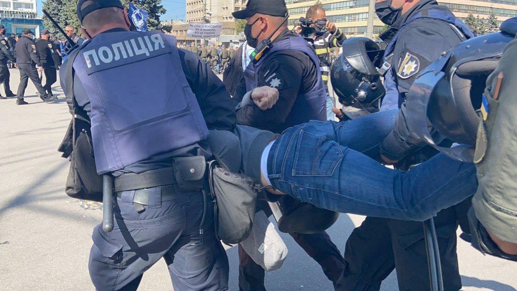 Поліція у Запоріжжі блокувала мирну сімейну акцію. Деталі та відео