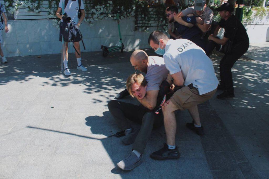 Збирати підписи стало небезпечно: в Одесі за три дні двічі напали на просімейних активістів