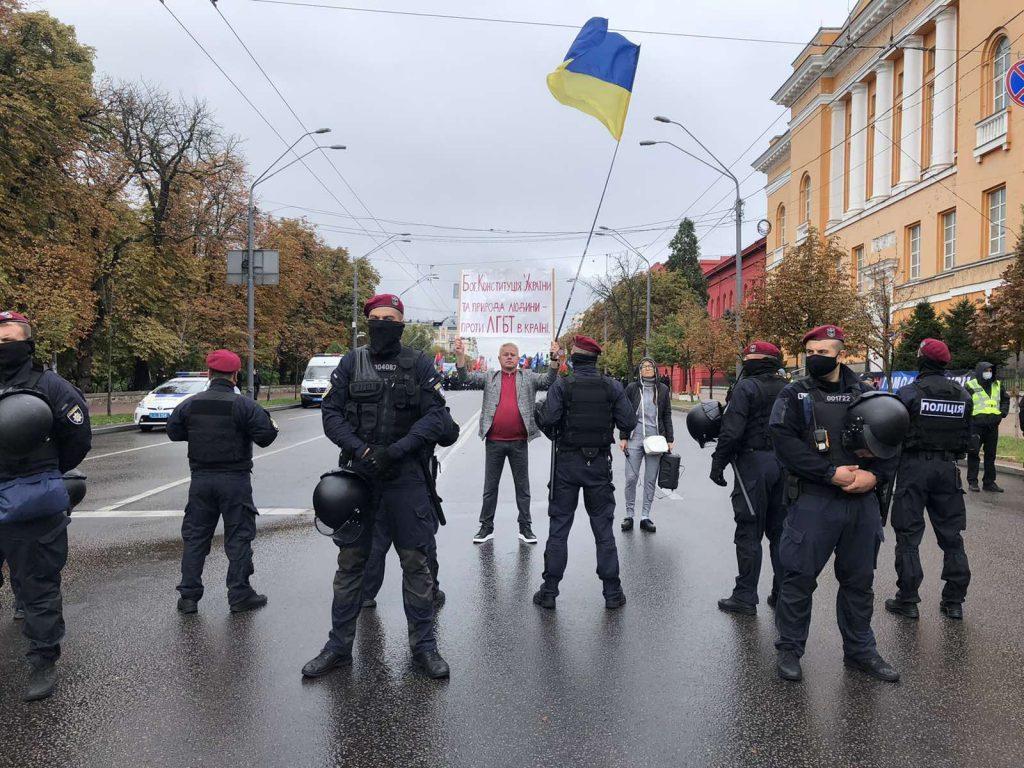 Громадські організації масово висловлюють подяку народному депутату Віктору М'ялику, який вийшов на протест проти ЛГБТ-пропаганди