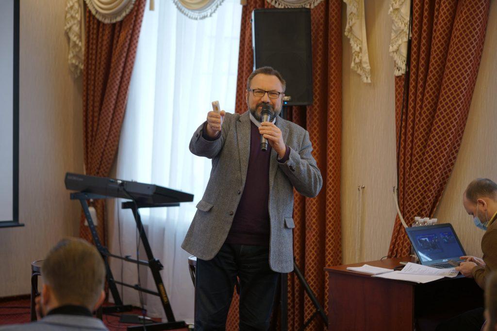 «Національний конгрес батьків України» вважає примусову вакцинацію освітян дискримінацією